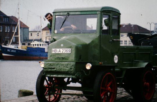 Friedrich Deutsch hat die Elektro-Laster gut 20 Jahre selbst gefahren. Foto: privat