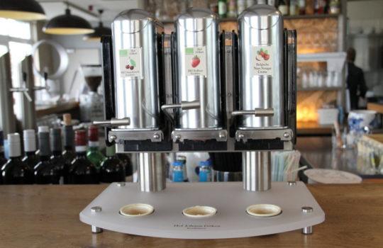 Plastikmüll ade: Der neue Konfitüre-Spender vermeidet leere Marmelade-Boxen im Hotelbetrieb.