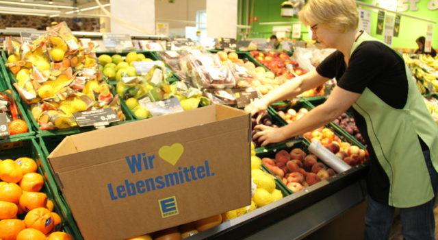 Wiedereinsetzbar und stabil: die Kunden können einen Karton statt Plastiktüten kaufen.