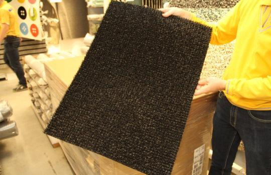 Perfekter Wertstoff-Kreislauf: die Fußmatten im IKEA-Programm werden aus gesammeltem Kunststoff-Material aus den IKEA-Häusern hergestellt.