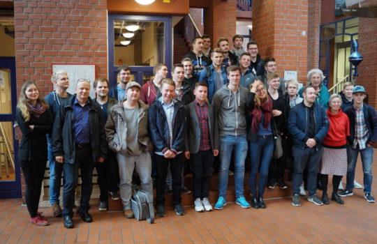 HAKS-Teilnehmer vor der Hochschule Bremerhaven