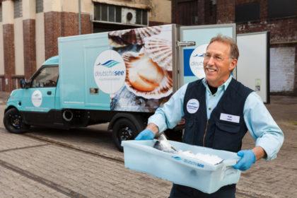Hat mit der Mehrweg-Transportkiste für Frischfisch einen Nachhaltigkeits-Volltreffer gelandet: Die Fischmanufaktur Deutsche See.Foto: Deutsche See