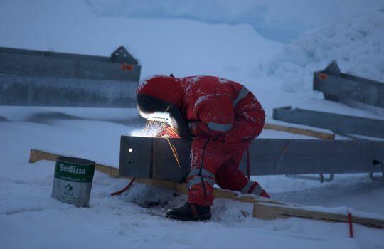 Die Bauarbeiten in der Antarktis fanden unter extremen Bedingungen und hohen Umweltstandards statt.
