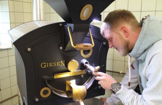Nicht nur Geschmacksache, sondern vor allem Erfahrungssache: Kaffeerösten.