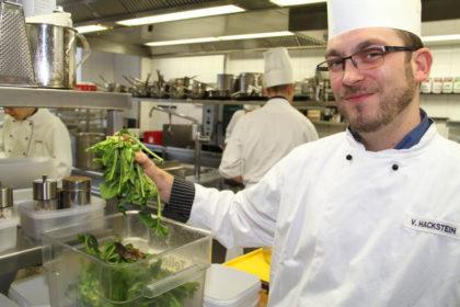 Steht für Nachhaltigkeit in der Küche des Atlantic Hotel Sail City: Koch Vincent Hackstein.