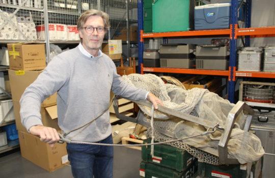 Packt auch gern selbst mal mit an: Dr. Gerd Kraus, Leiter des Instituts für Seefischerei.Foto: Helmut Stapel