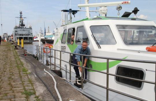 """Wenn die """"Seeadler"""" zur Vermessungsarbeit ablegt, geht es ohne Emissionen mit Stromantrieb durch die Häfen. Foto: Helmut Stapel"""