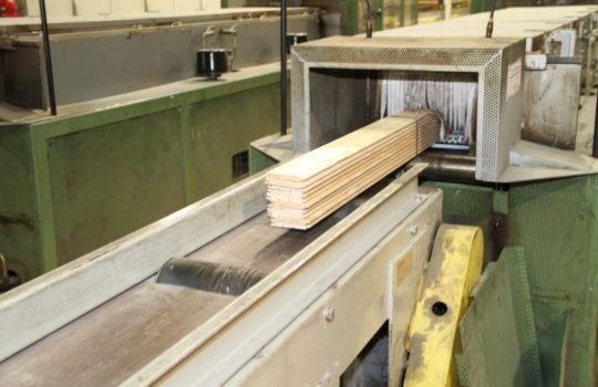Effizient und technisch optimiert: Die Produktion von Profilholz im Fischereihafen.Foto: Helmut Stapel