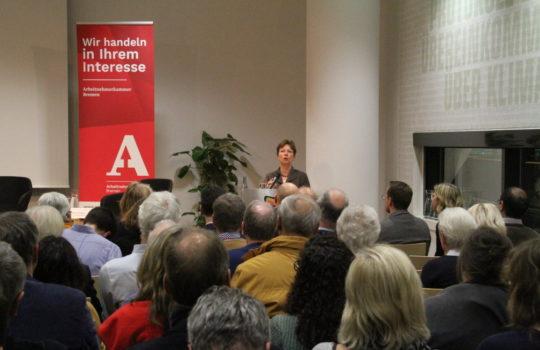 Voller Saal im Klimahaus: Die Eröffnungsrede hielt Dr. Claudia Schilling, Senatorin für Wissenschaft und Häfen. Foto: Helmut Stapel