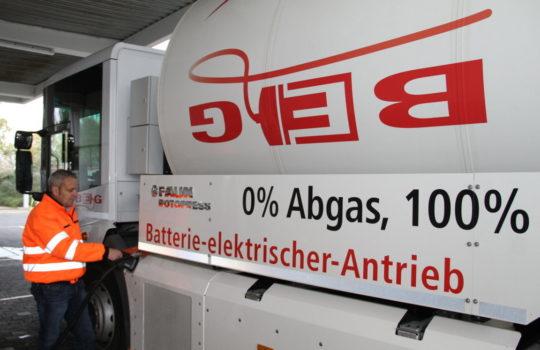 Fährt zu 100 Prozent mit Strom: das bundesweit erste elektrische Müllfahrzeug bei der BEG. Foto: Helmut Stapel