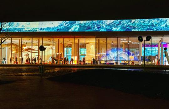 Das Museum leuchtet.