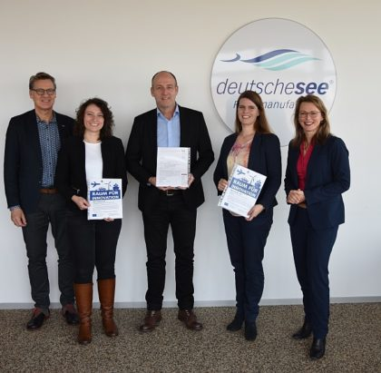 (v.r.n.l.): Dr. Diana Wehlau (SKUMS), Dipl.-Ing. Ann-Kathrin Rohde (BIBA), Ulrich Grewe (Deutsche See), Dr. Ramona Bosse (Hochschule BHV) und Guido Ketschau (BIS). © Deutsche See