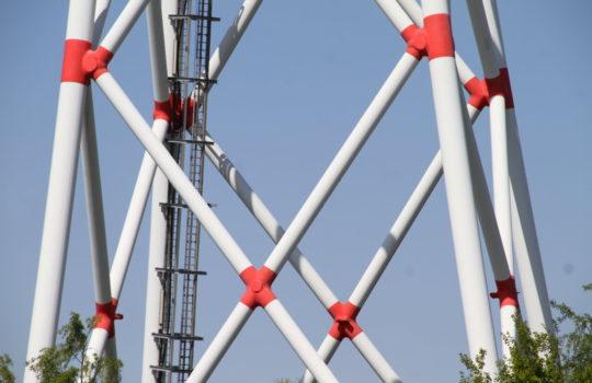 Zeichnen sich durch eine Vielzahl von Konstruktionsvarianten für die notwendige Stabilität aus: Windenergieanlagen.  Foto: Helmut Stapel
