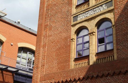 Hat spannende Studiengänge wie Biotechnologie unter ihrem Dach: die Hochschule Bremerhaven.  Foto: Helmut Stapel