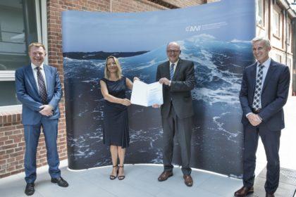 Vertragsunterzeichnung am AWI Bremerhaven für die neue Uthörn