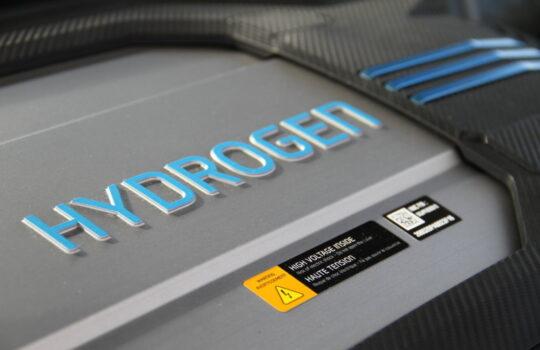 Versorgt den Elektroantrieb mit Strom: die Brennstoffzelle. Foto: Helmut Stapel
