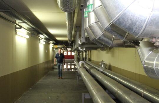 Der Klärschlamm gelangt über Rohrleitungen in die beiden Faultürme. Foto: Helmut Stapel