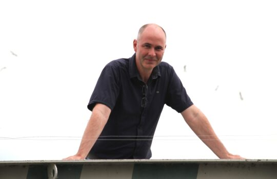 Mag seinen Job und die Zentralkläranlage: Betriebsleiter Holger Lührs. Foto: Helmut Stapel