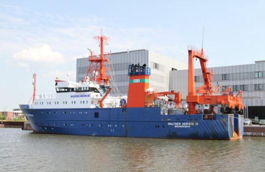 Fährt von Bremerhaven aus zur Forschung am Aal in die Sargasso-See: Das Fischereiforschungsschiff Walter-Herwig III. Foto: Helmut Stapel