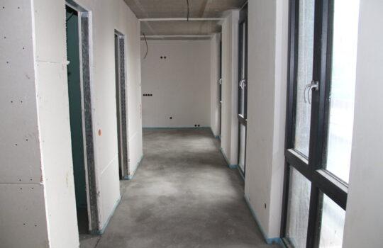 Estrich noch feucht, Wände schon trocken: Dank eines eigenen Trocknungskonzeptes wird die Bau-Feuchtigkeit im Haus Osterstraße auf ein Minimum reduziert. Foto: Helmut Stapel