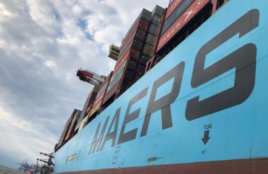 Sollen zur Emissionseinsparung ohne Landstrom durch neue Technik beitragen: die Seeschiffe.  Foto: Helmut Stapel