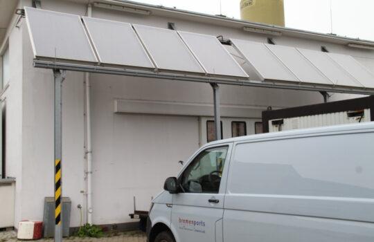 Beitrag zur Emissionseinsparung: Die Fotovoltaik-Anlage von bremenports. Foto: Helmut Stapel